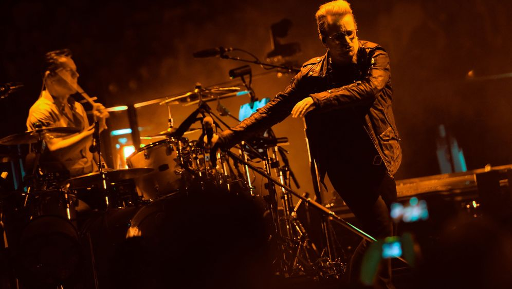"""U2-Konzert in Berlin: """"We have many friends here"""""""