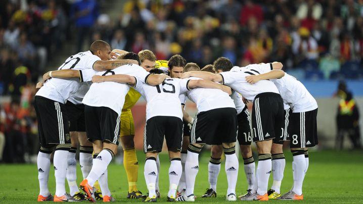 Niederlage gegen Spanien: Puyol trifft, Löws Männer trauern