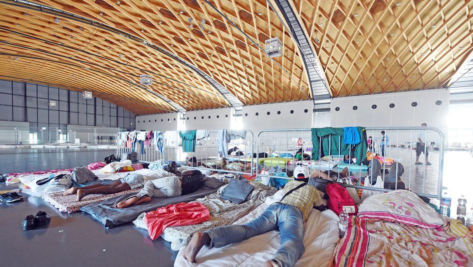 Flüchtlinge in der Messe Karlsruhe: Kurzfristige Unterkunft für bis zu 500 Asylbewerber