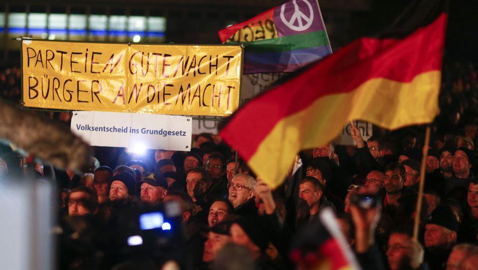"""Pegida-Demonstration in Dresden (Archiv-Bild): """"Brandgefährliche"""" Bewegung"""