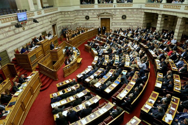 Premierminister Alexis Tsipras spricht im Parlament