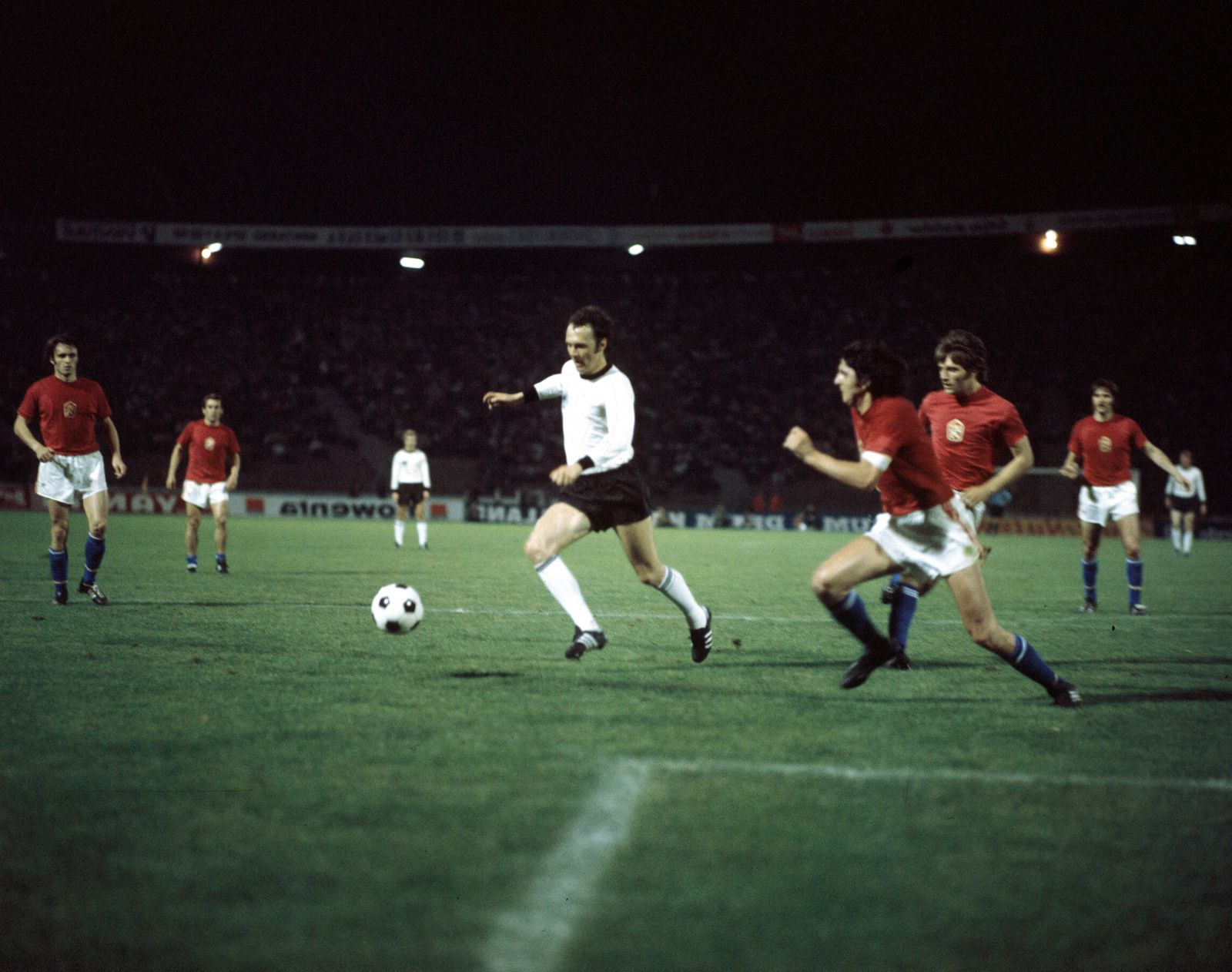 Franz Beckenbauer BR Deutschland gegen Karol Dobias CSSR