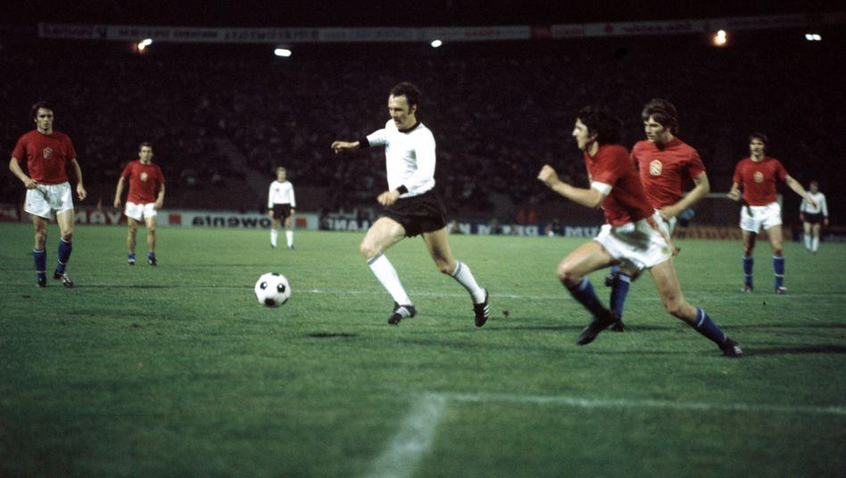 Franz Beckenbauer in seinem 100. Länderspiel
