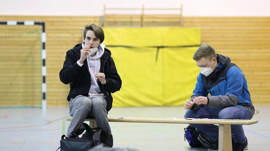 Schüler bei Selbsttest: »Nur einmal pro Woche ist keine Lösung«