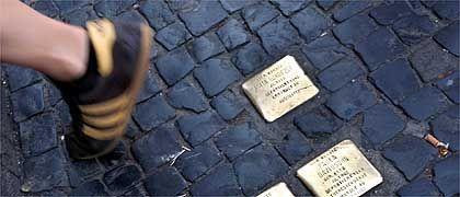 """Stolpersteine (im Berliner Scheunenviertel): """"Das sind keine Grabsteine"""""""