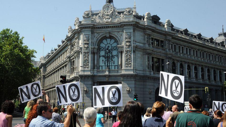 Demonstration in Madrid gegen Sparpakete: Ein Dominostein nach dem anderen