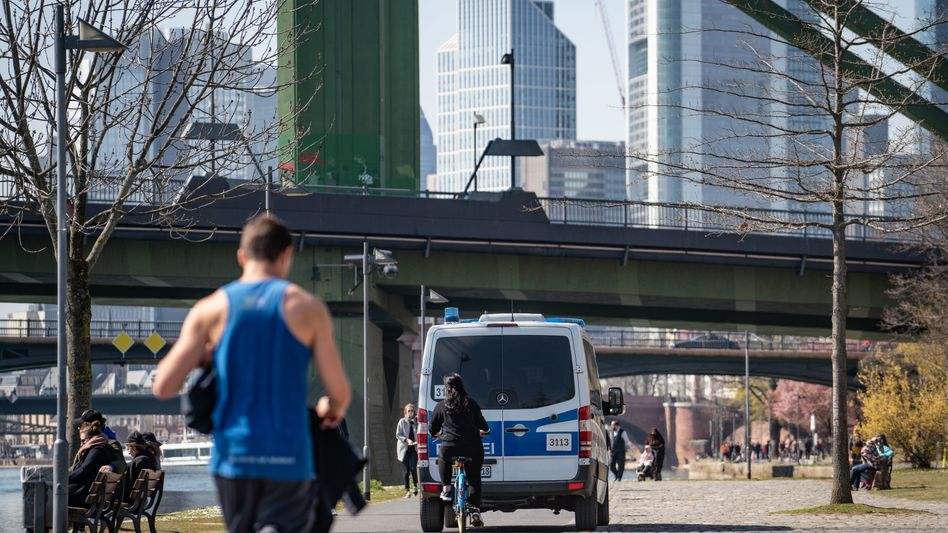 Jogger in Frankfurt am Main: Kontrolle mit der Drohne
