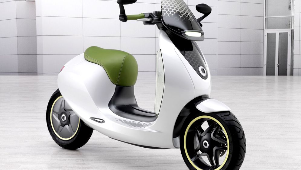 Photo Gallery: Electric Scooters from Mini and Smart