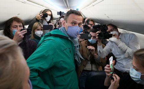 Nawalny im Flugzeug nach Moskau
