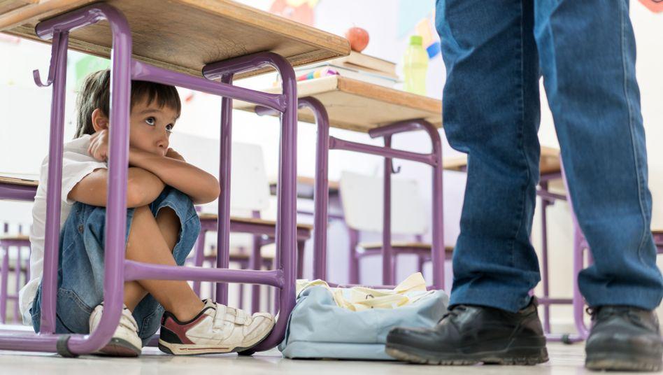 Wird Legasthenie nicht erkannt, fühlen sich Kinder oft als Schulversager, werden auffällig (Symbolbild)