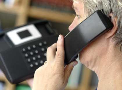 Taub am Telefon: Den Geschäftspartner am Hörer nicht mehr verstanden