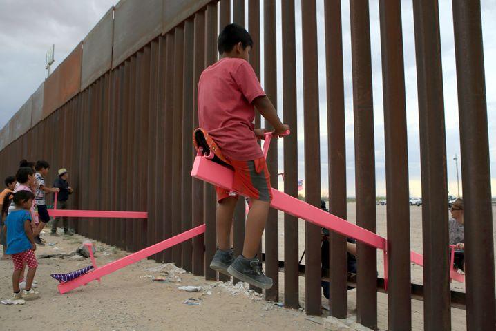 Das Teeter-Totter-Wall-Projekt an der Grenze zwischen Mexiko und den USA ist ein Musterbeispiel für Design, das mehr soll als Kaufanreize schaffen