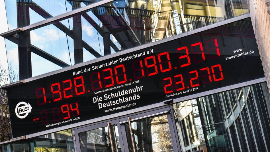 Schuldenuhr beim Bund der Steuerzahler in Berlin