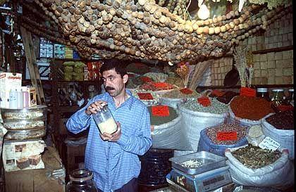 Farben und Duft auf orientalischen Basaren sind eine besondere Freude für die Sinne