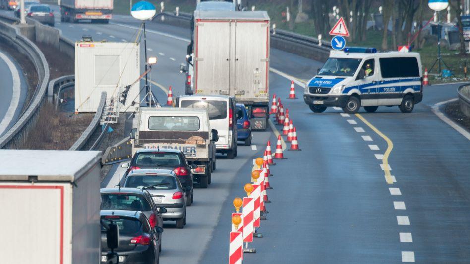 Grenzkontrolle auf der Autobahn 3 (Archivbild)