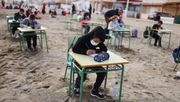 Klassenzimmer im Sand