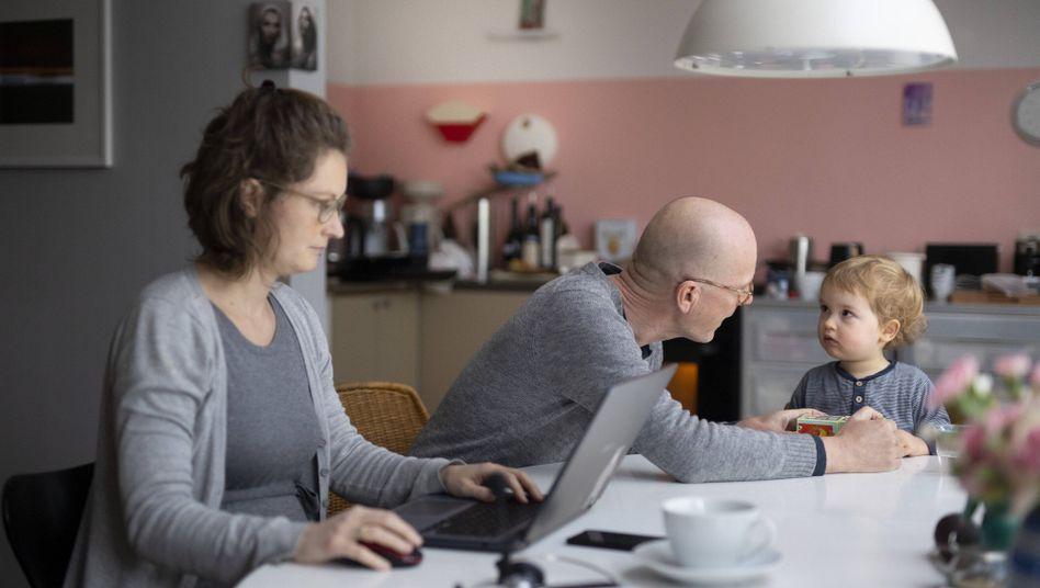 Willkommen in der Wirklichkeit: Wenn sich Arbeit und Familie am Küchentisch treffen