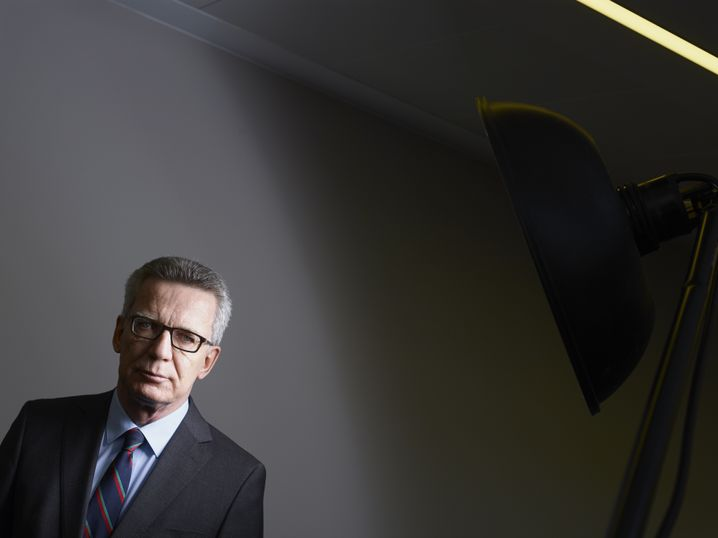 """German Interior Minister Thomas de Maizière: """"We would be doing ourselves all a favor if we were to refocus on finding a solution to the challenges instead of stirring up political passions."""""""