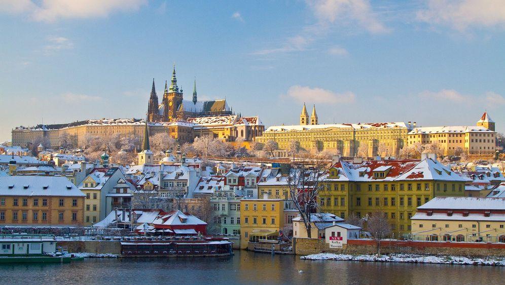 Prag: Goldene Stadt mit weißen Dächern