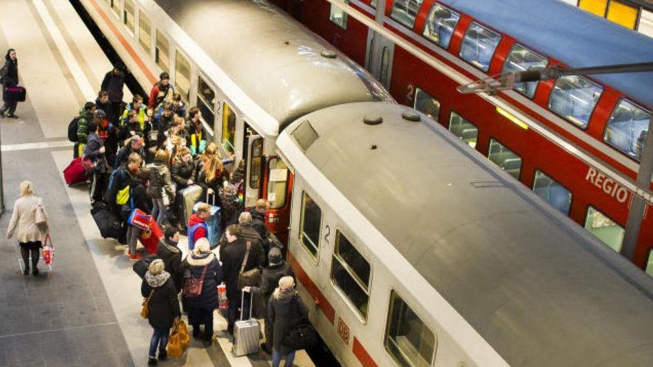 Bahnreisende in Berlin