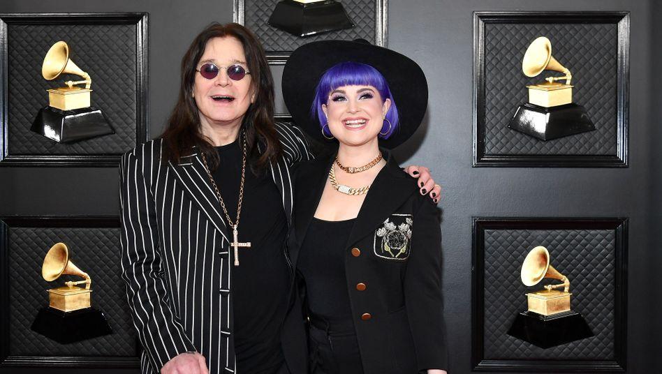 Rockstar Ozzy Osbourne mit Tochter Kelly bei den Grammy Awards in Los Angeles