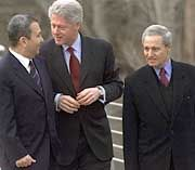 Barak, Clinton und Scharaa
