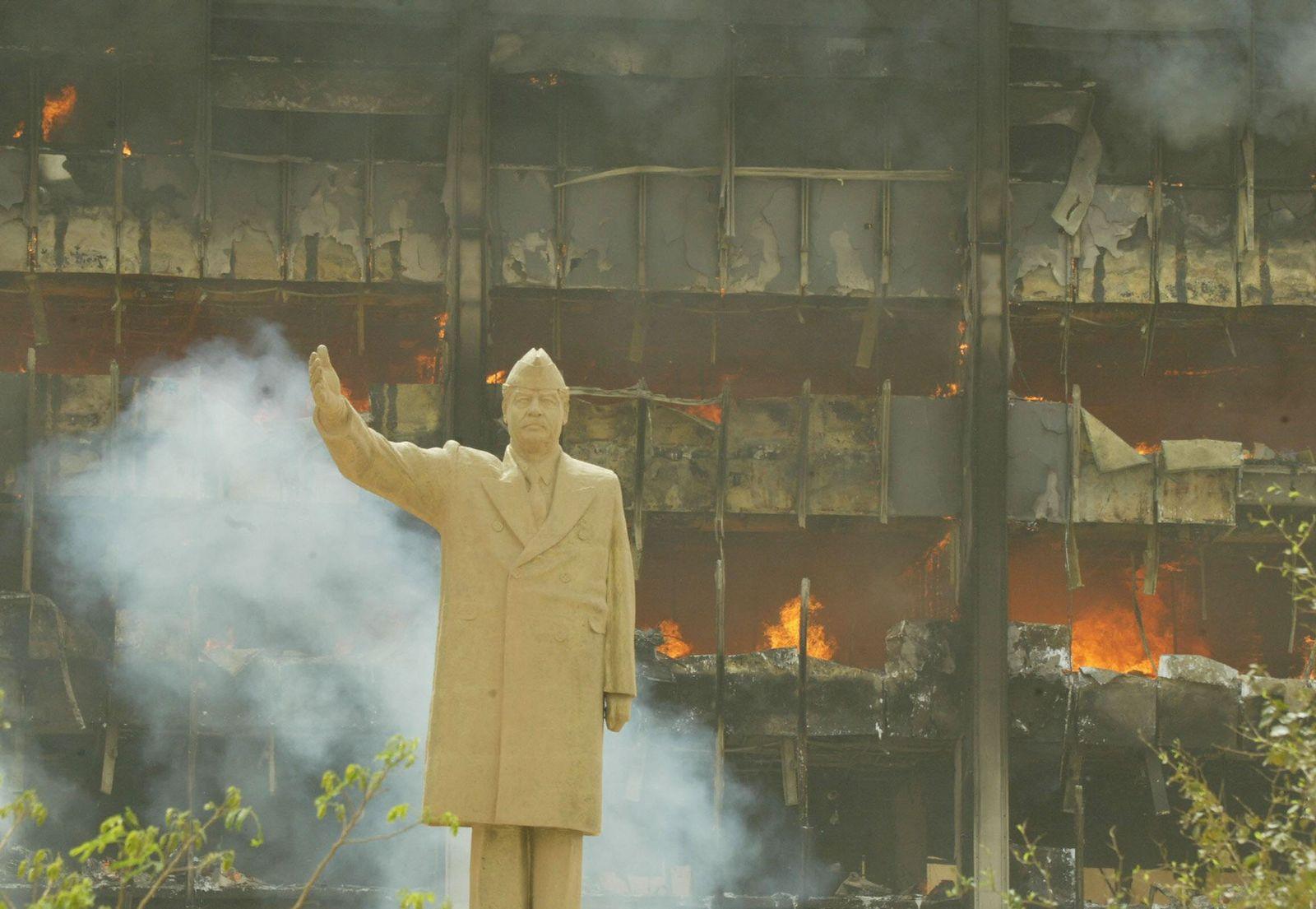 SPTV 15.03.2012 Amerika im Treibsand Teil 1 / Saddam Hussein Statue