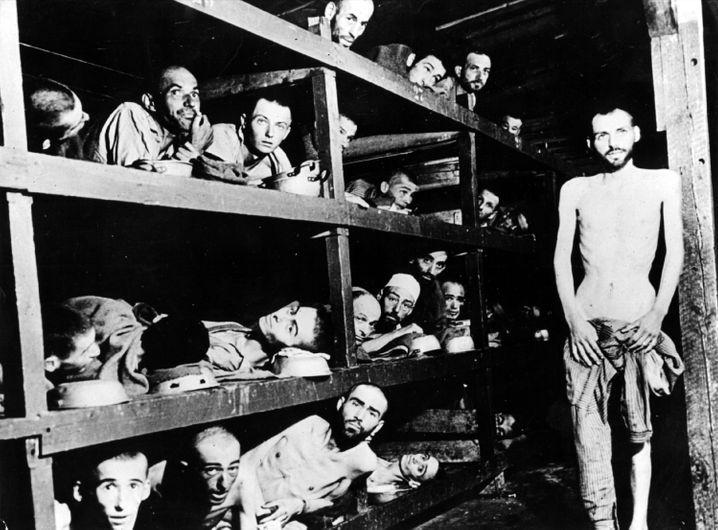 Unfassbares Grauen: Blick in eine der Lagerbaracken des KZ Buchenwald nach der Befreiung durch die Truppen der 3. US-Armee