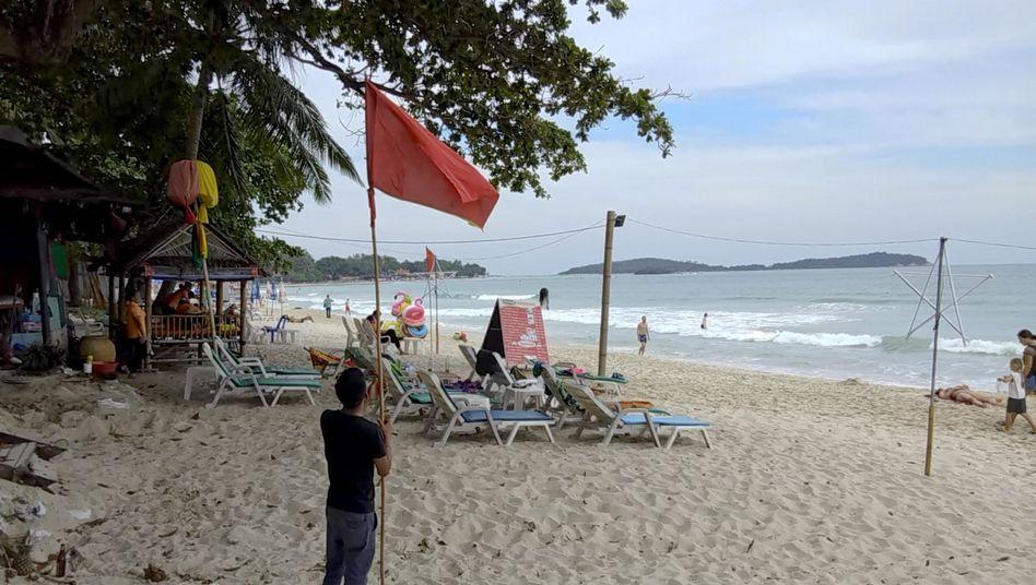 Rote Flagge auf der Insel Ko Samui