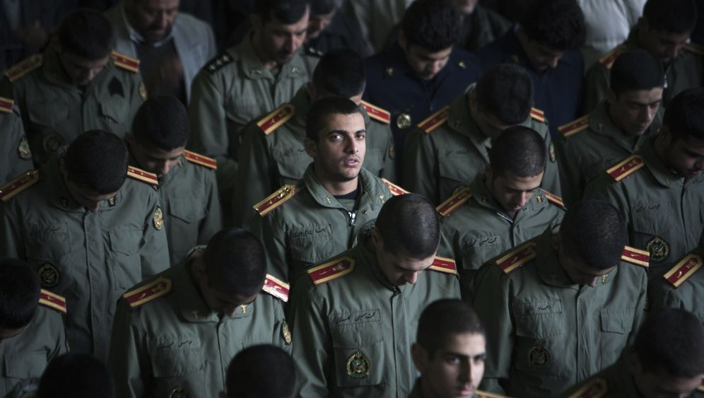 Photo Gallery: Iranian Voices on War with the West