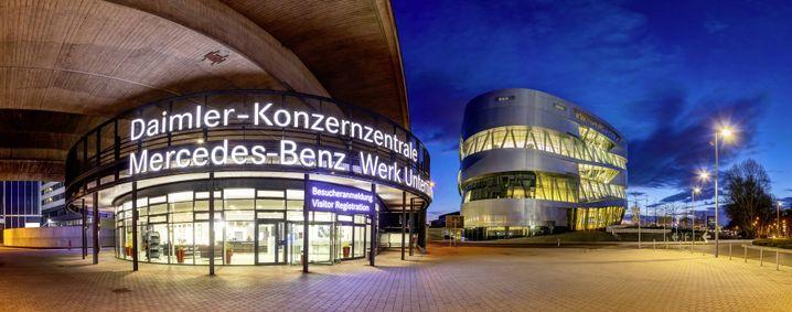 Daimler-Konzernzentrale in Stuttgart: Hunderttausende Autos zurückgerufen