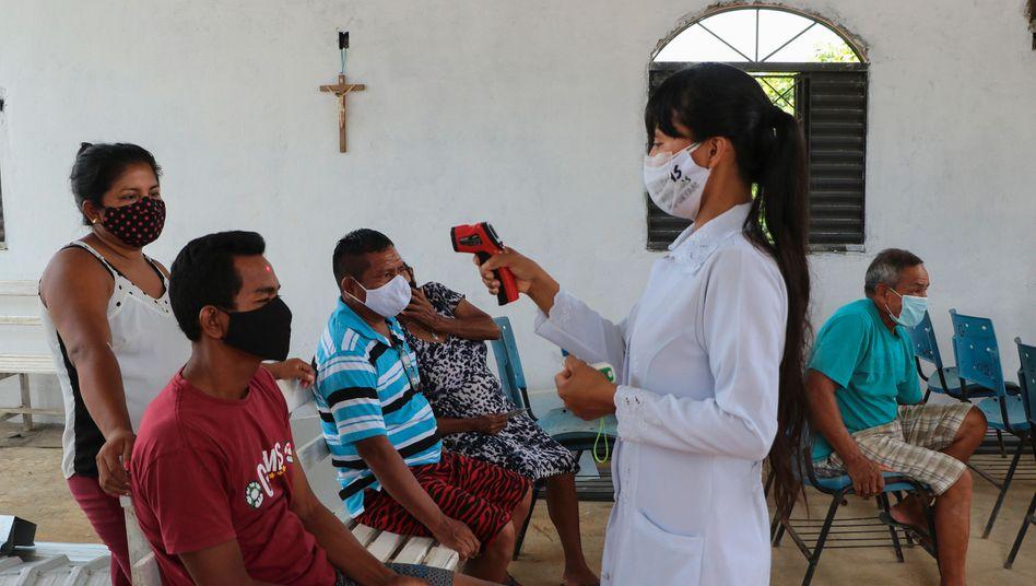 Temperaturtest in Brasilien: Mehr als 200.000 Menschen in dem Land sind in Folge einer Corona-Infektion gestorben