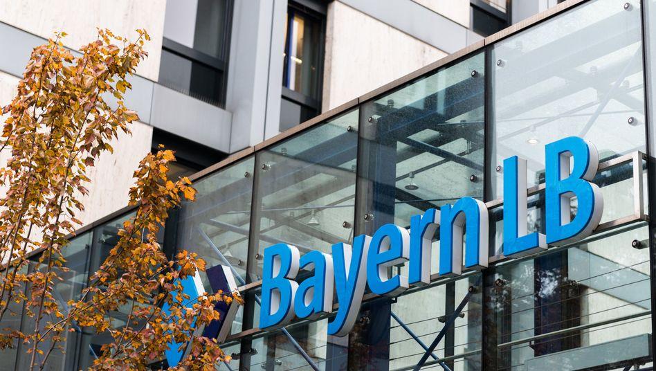 BayernLB: Bank rechnet für 2014 erstmals seit fünf Jahren mit roten Zahlen