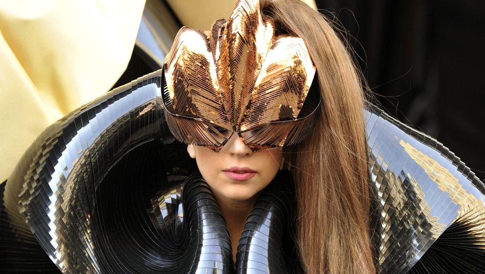 Lady Gaga bei der Parfumpräsentation (Archivbild): Auch dahinter steckt Coty