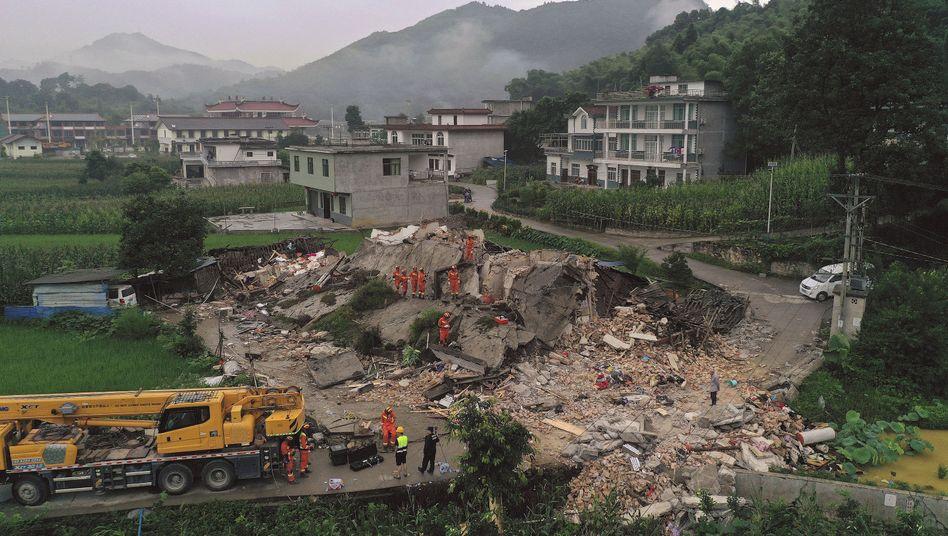 Changning nahe der Stadt Yibin: Rettungseinsatz nach starkem Erdbeben
