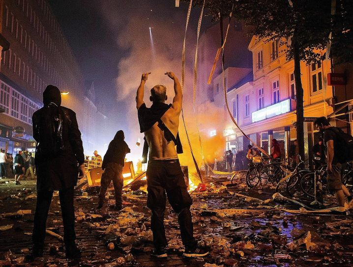 Rioting at the G-20 summit in Hamburg in 2017: Scholz, who was the city's mayor at the time, didn't take warnings seriously.