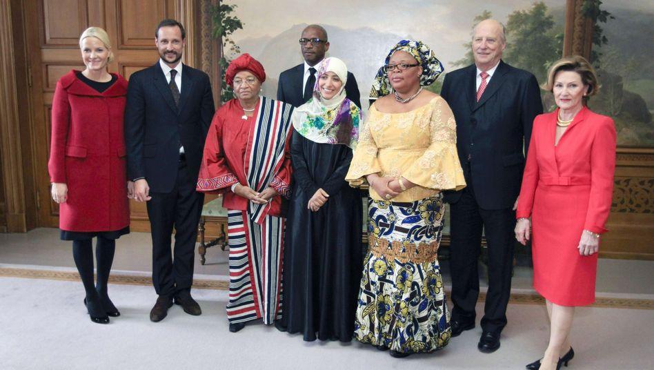 Die drei Friedensnobelpreisträgerinnen und die norwegische Königsfamilie: Auszeichnung für den Kampf um Frauenrechte