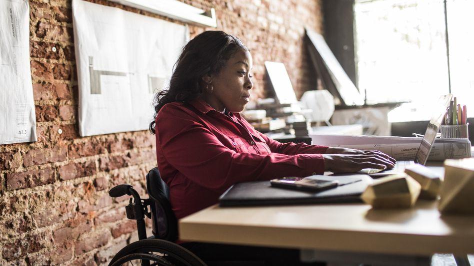 Gestalten am Laptop: Junge Unternehmen könnten eine Schlüsselrolle spielen