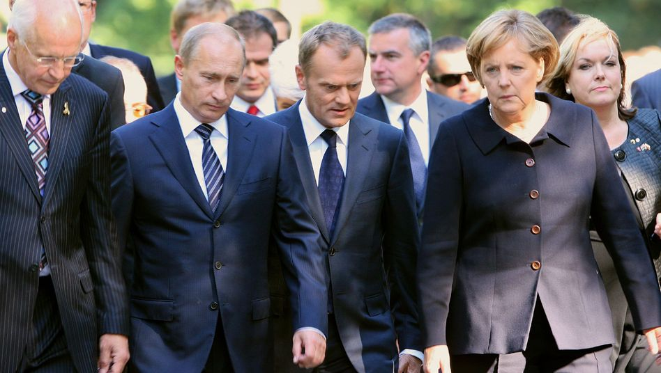 Russian Prime Minister Vladimir Putin, Polish Prime Minister Donald Tusk and German Chancellor Angela Merkel marked the 70th anniversary of the start of World War Two in Gdansk on Tuesday.