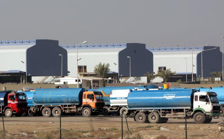 Tankwagen an Entsalzungsanlage in Dubai (im Januar 2007): Hoher Verbrauch