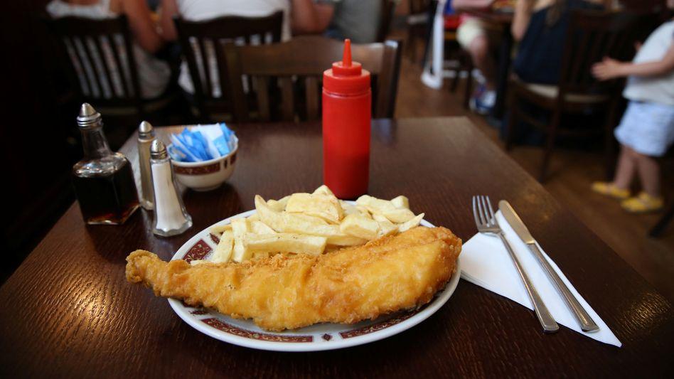 Fish and Chips in einem Restaurant in Clacton on Sea: Ausnahmen beim Werbeverbot für kleine Unternehmen mit weniger als 250 Beschäftigten