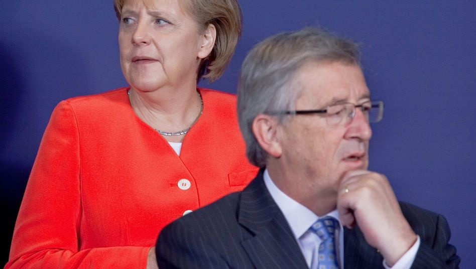 German Chancellor Angela Merkel and Luxembourg's Prime Minister Jean-Claude Juncker, the president of the euro group: Merkel's finance minister is studying scenarios for a possible Greek insolvency.
