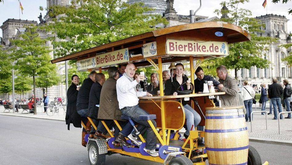 Bierbike in Berlin: Spontane Tanzeinlagen an roten Ampeln