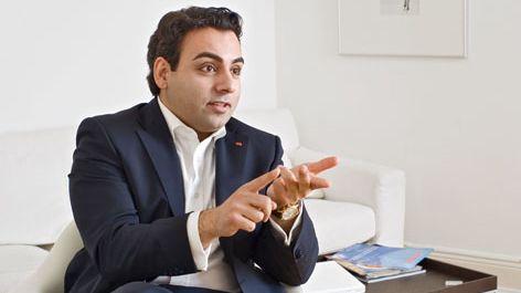 """Hamburger SPD-Kandidat Ilkhanipour: """"Überzeugen Sie doch noch mal zwei Nachbarn, die SPD zu wählen!"""""""