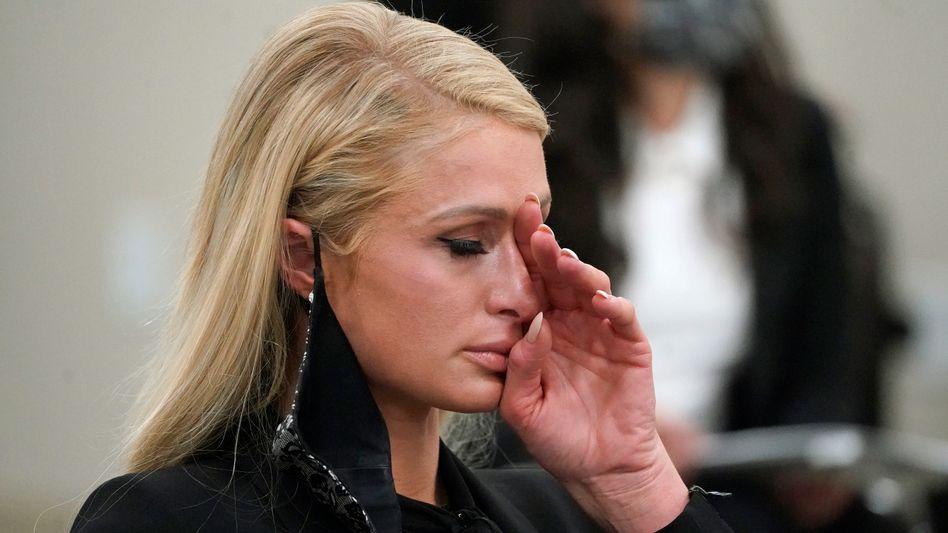 Paris Hilton, sichtlich emotional, bei der Anhörung vor der Senatskammer in Utah am Montag