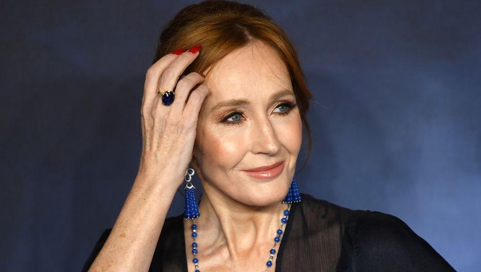 Immer mehr Künstlerinnen und Künstler kritisieren die Äußerungen von J.K. Rowling