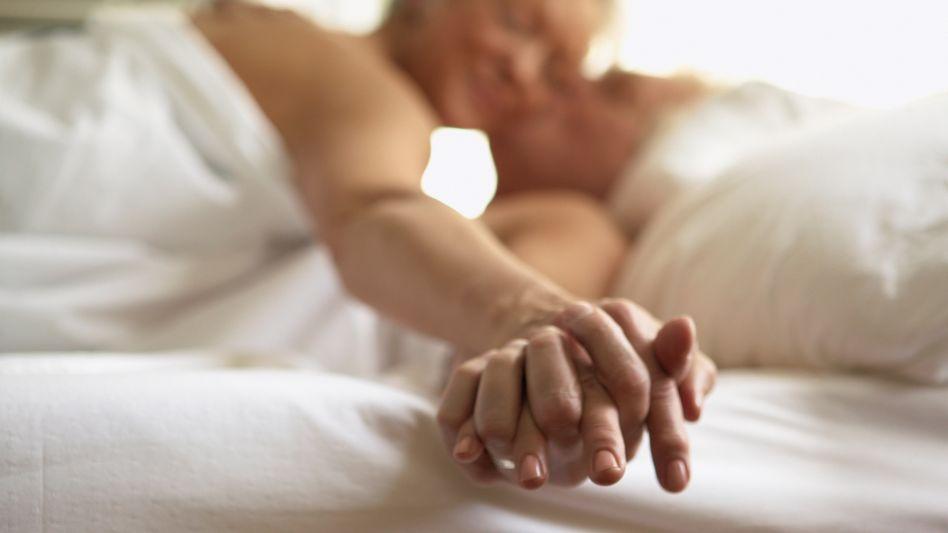 Behutsam ausprobieren und sich auf sein Gefühl verlassen: Sex ist auch mit Herzproblemen möglich