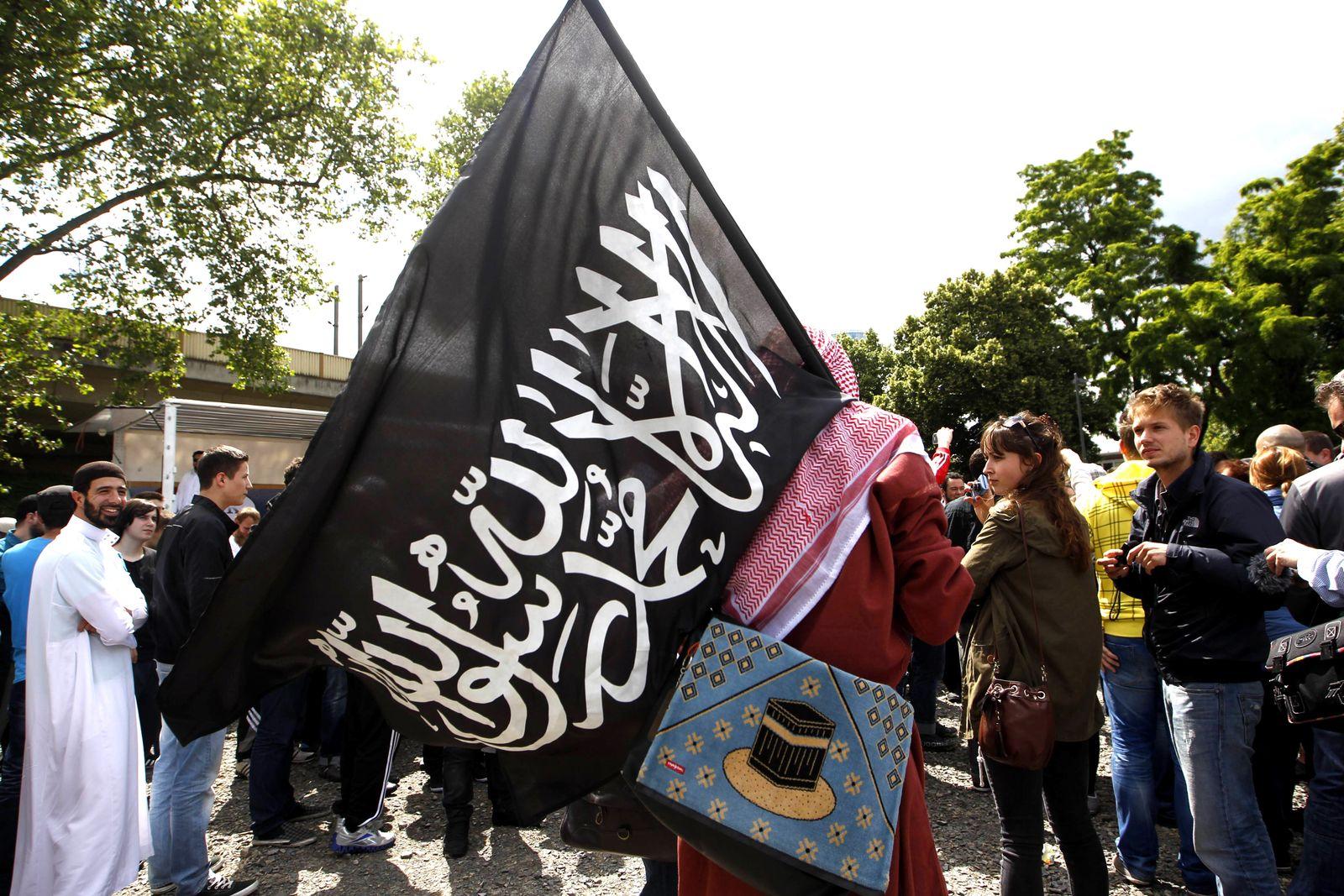 EINMALIGE VERWENDUNG Salafisten