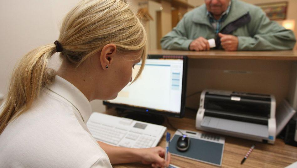 Terminvergabe in der Arztpraxis: Pflicht zur sofortigen Behandlung besteht nur im Notfall