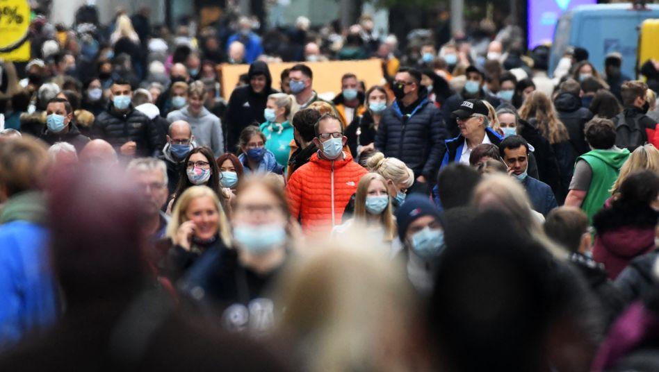 Passanten in Dortmund: Mehr als jeder Dritte würde für bessere Bildung mehr zahlen
